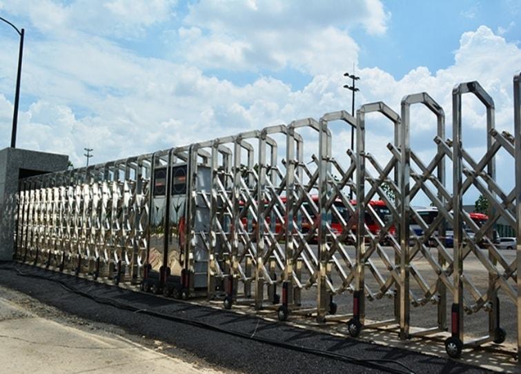 cổng xếp inox hcm