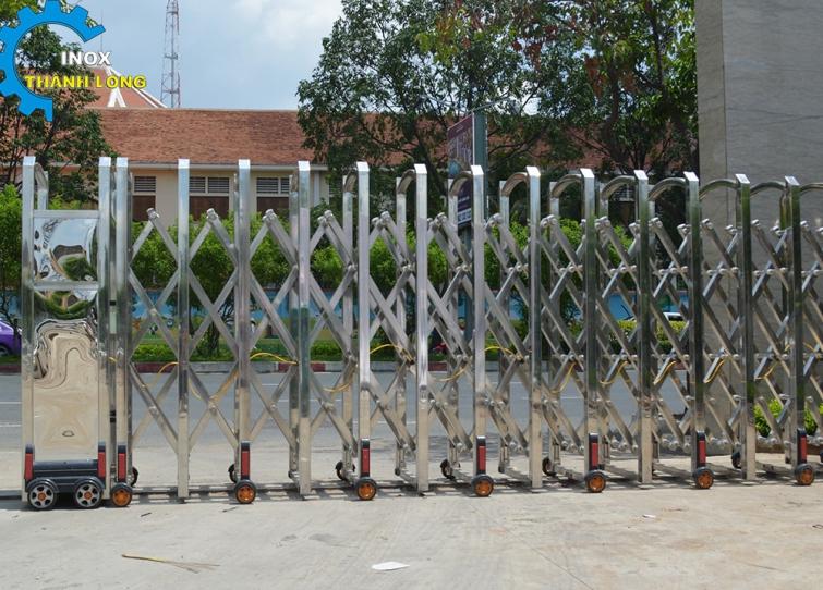cổng xếp inox tự động