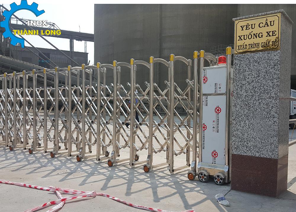thi công cổng xếp inox tại tphcm
